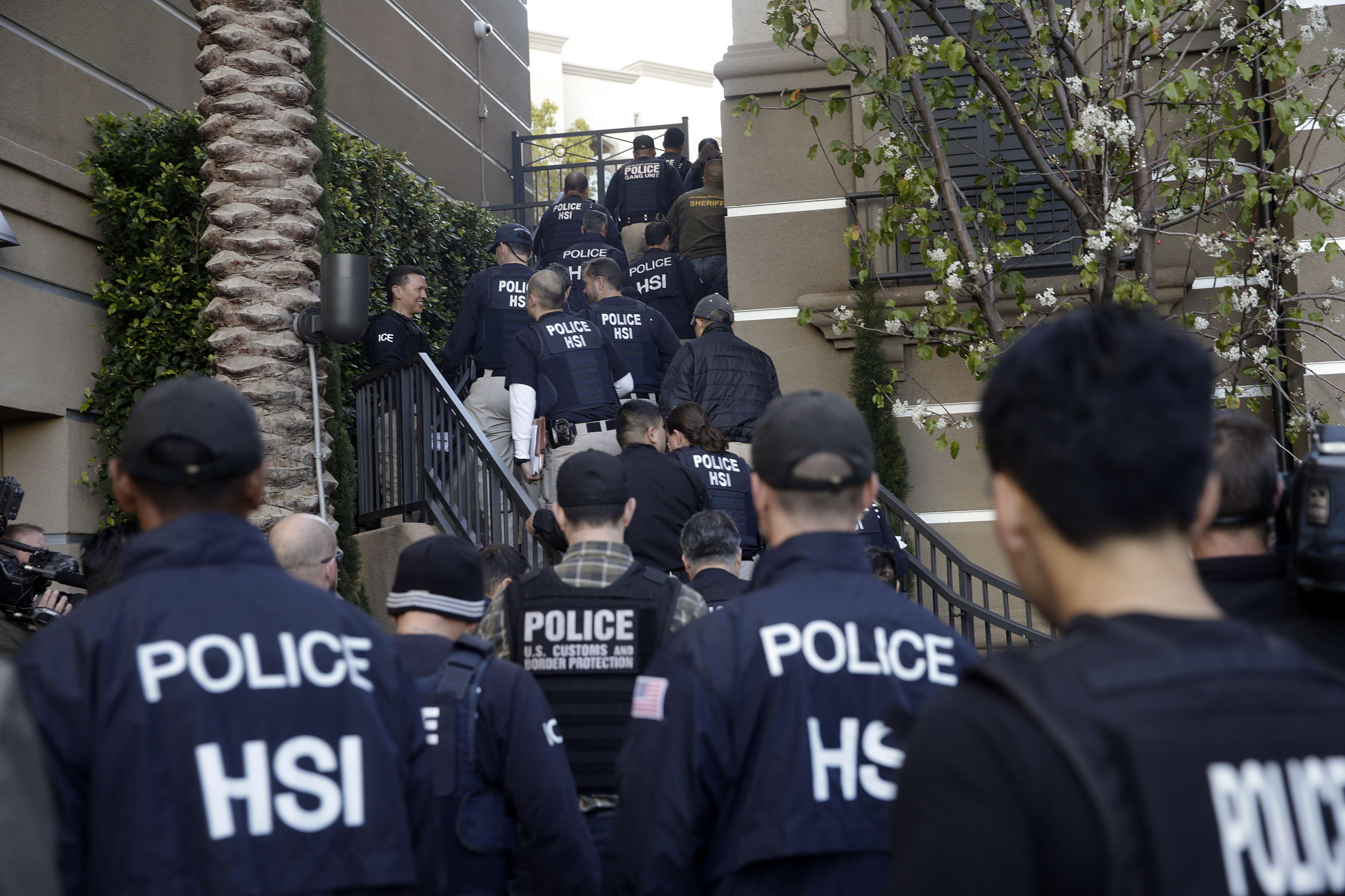 US charges 20 people over Chinese birth tourism schemes