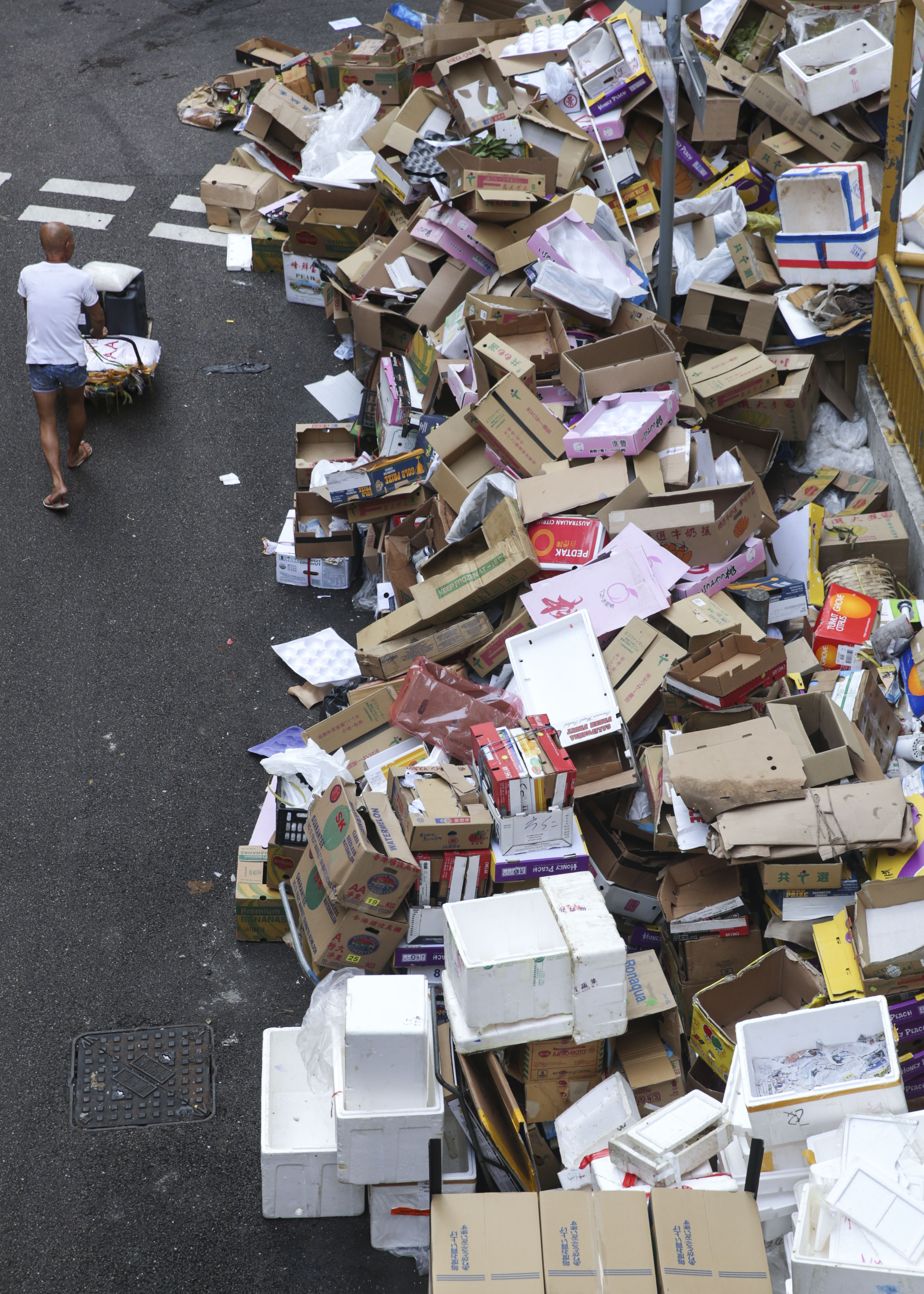 Hong Kongs Shameful Recycling Efforts The Numbers Dont Lie Board Lamps Beautiful Asian Paper Lamp Inspired Recycled Circuit Supposedly 44 Per Cent Of What We Recycle Is Yet Kong Has No Recyclers Photo Sam Tsang