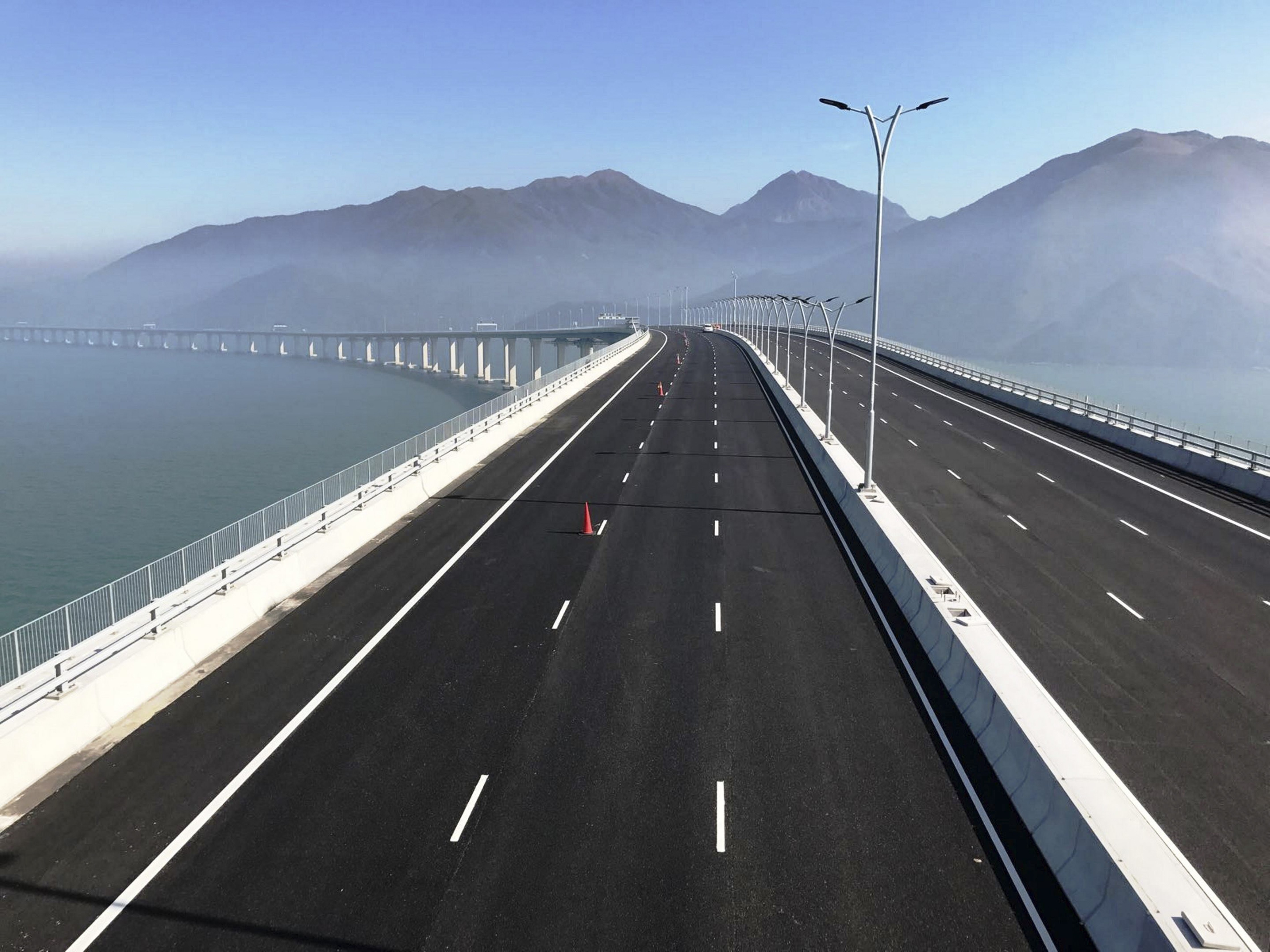 Popularity of Zhuhai bridge trips highlights gap between Hong Kong