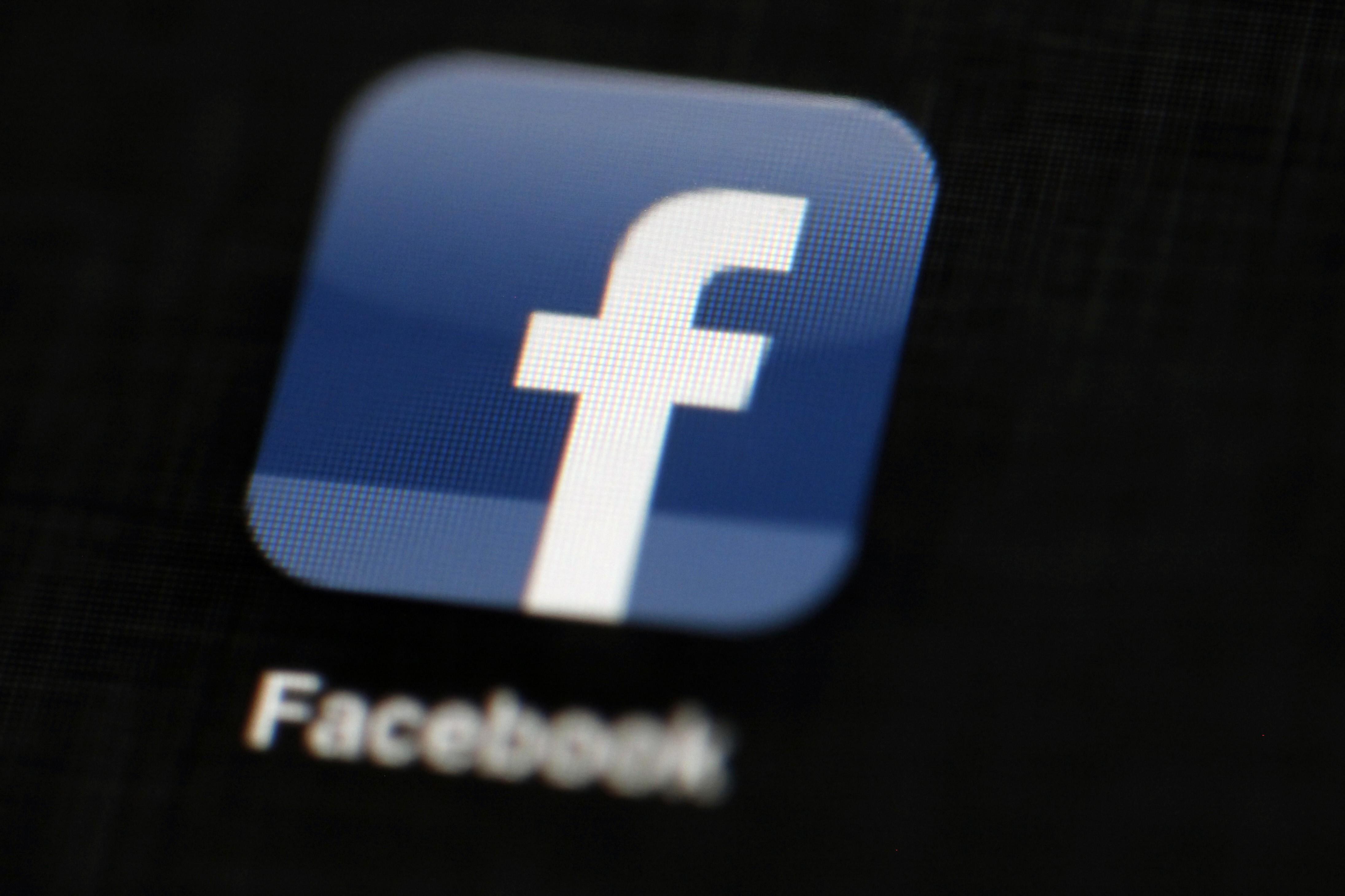 Mark Zuckerberg loses US$4 9 billion as Facebook shares