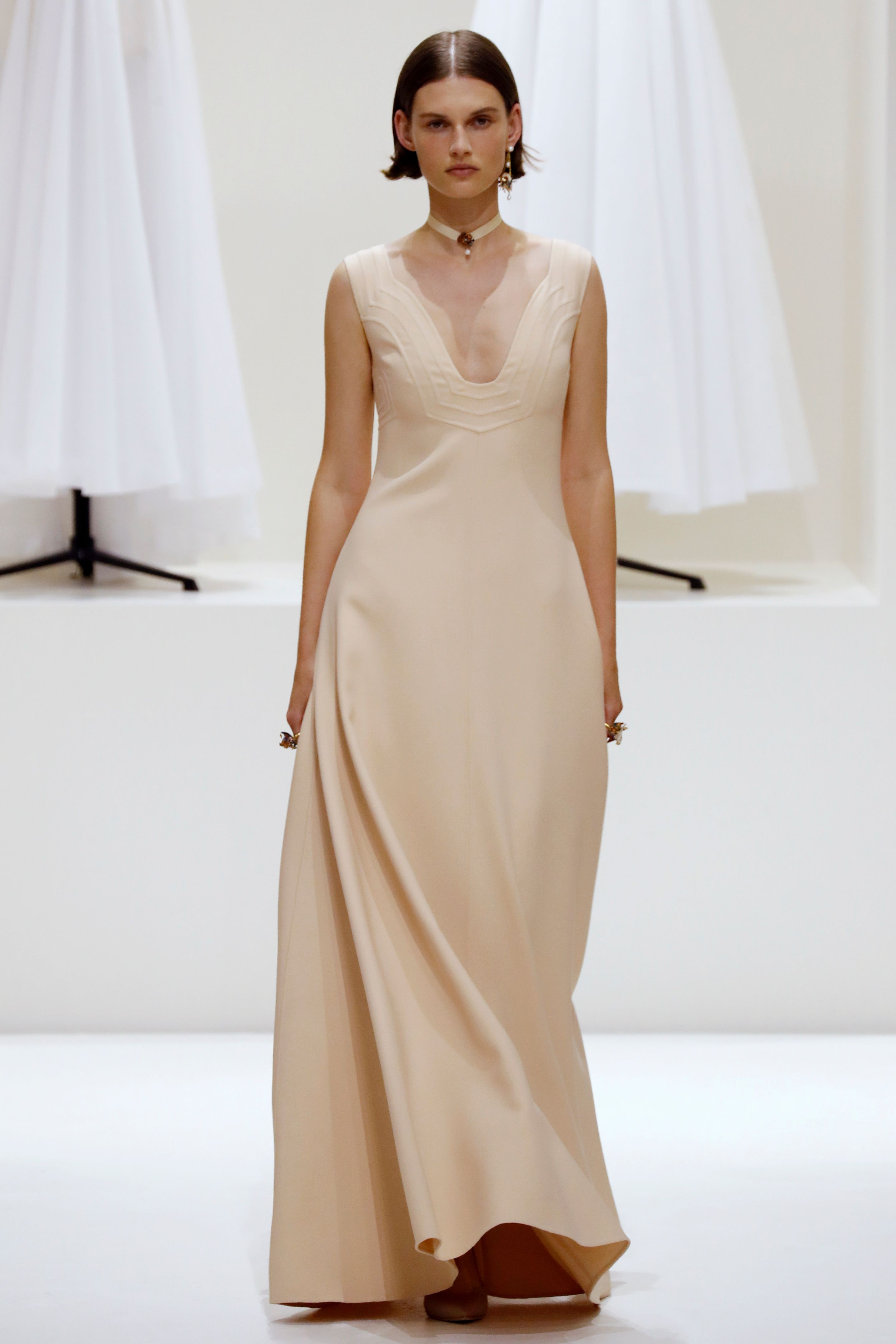 Dior draws celebs to Paris Haute Couture Week with a simple yet ...