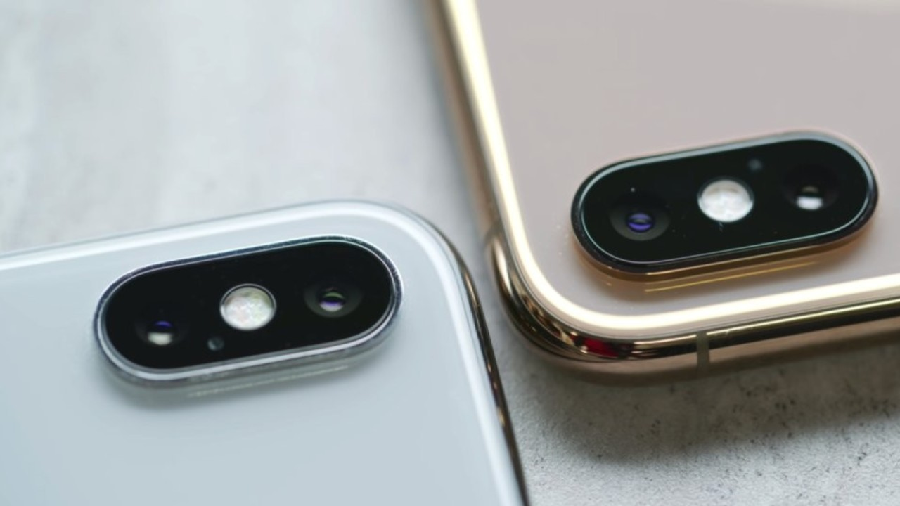 What does the updated iPhone XS have that the old X does not?