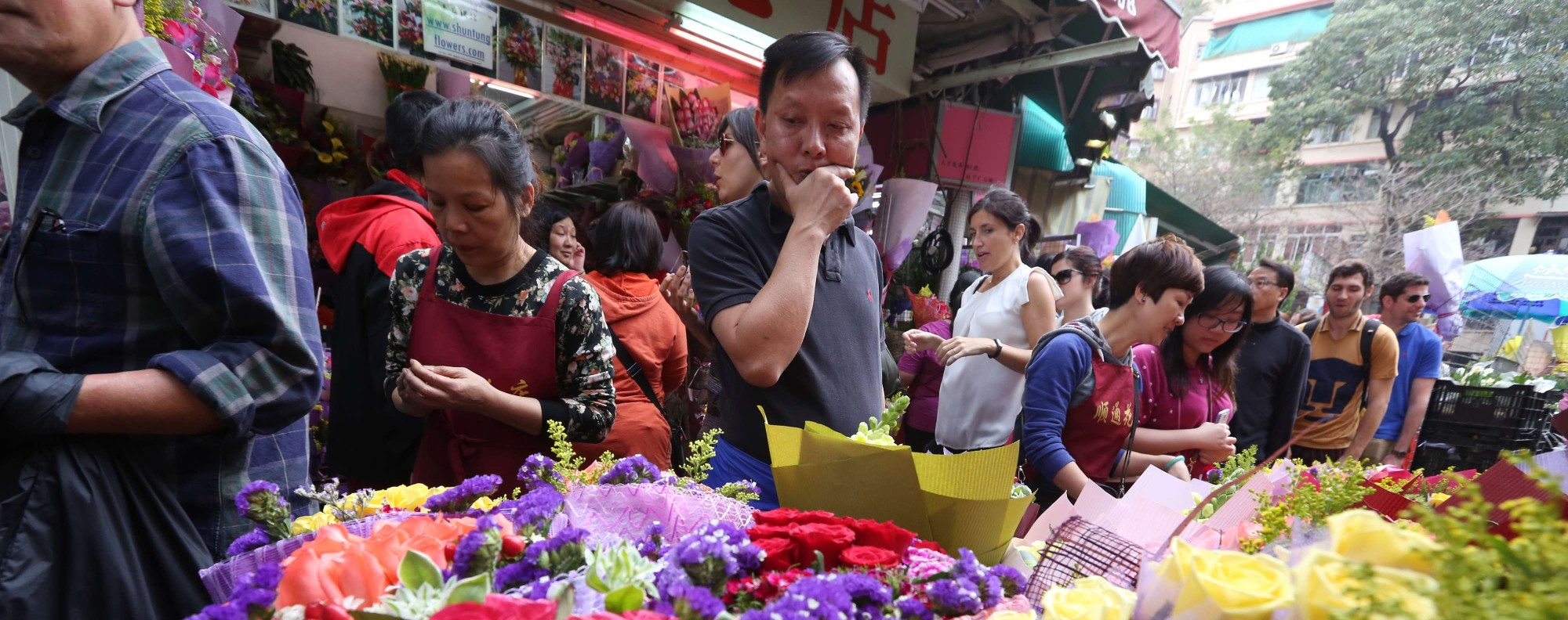 Valentine's Day flowers in Mong Kok. Photo: Nora Tam