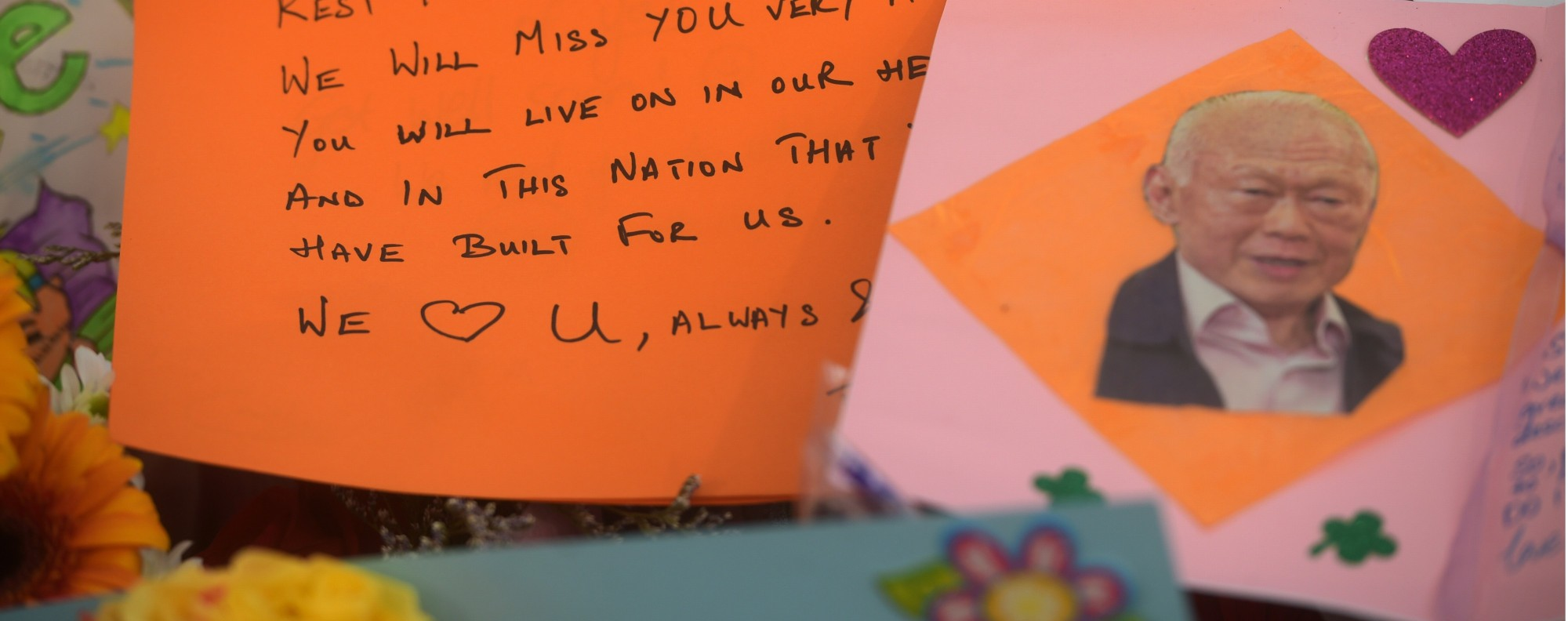 A farewell message to Lee Kuan Yew. Photo: AP