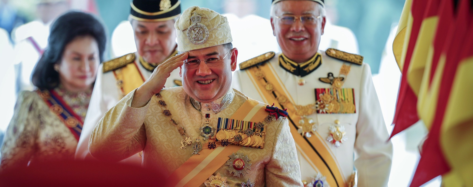 Sultan Muhammad V salutes after a welcoming ceremony. Photo: AP