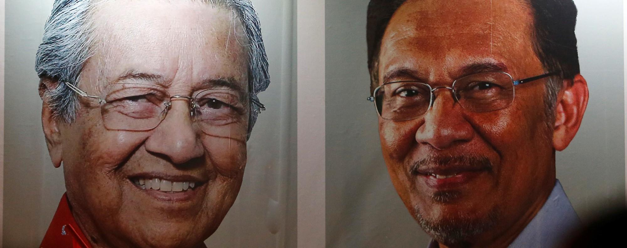 Posters of Mahathir and Anwar in Kuala Lumpur. Photo: Reuters