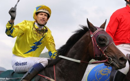 Hugh Bowman salutes the crowd as he returns aboard QE II Cup winner Werther. Photo: Kenneth Chan