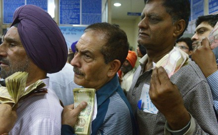 Indian bank customers queue up to exchange the newly worthless banknotes. Photo: AFP