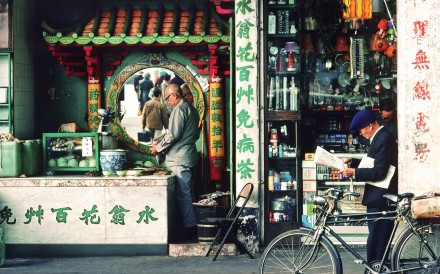 A tea shop in Shanghai Street, Kowloon, taken by photographer Keith Macgregor in 1982. Photo: Keith Macgregor