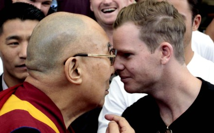 Tibetan spiritual leader the Dalai Lama and Australian cricket team captain Steven Smith rub their noses during an interaction with the team at the Tsuglakhang temple in Dharamsala, India. Photo: Getty