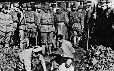 Invading Japanese troops bury Chinese people alive during the Nanjing Massacre in 1937. File photo: Xinhua