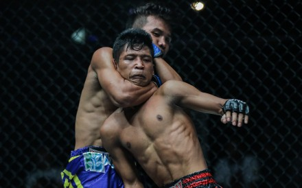 Saw Min Min slips a choke hold on Shwe Kyaung Thar during their bout in Yangon. Photos: Handout