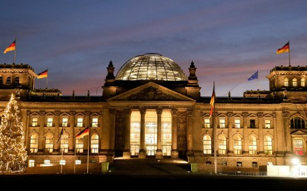 """German police officers saw the two men, aged 36 and 49, taking photos of each other making """"Heil Hitler"""" gestures in front of the Reichstag. Photo: EPA"""