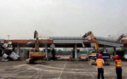 Heavy machinery pull apart the Tongle checkpoint to the Shenzhen Special Economic Zone. Photo: Handout