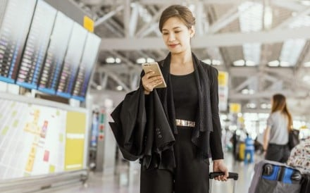 Wealthy Chinese travellers are now happy to use their mobile phones to find out foreign holiday information and make the bookings themselves. Photo: Shutterstock