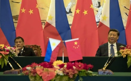 Chinese President Xi Jinping (right) will meet Philippine President Rodrigo Duterte when he travels to Manila on his first trip as state leader. Photo: AP