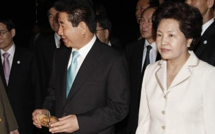 Late former South Korean president Roh Moo-hyun and his wife Kwon Yang-sook in October 2007. A woman posing as the former first lady was arrested Friday on suspicion of swindling a politician out of nearly US$400,000. Photo: Reuters