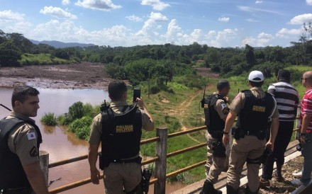 Police officers are seen after a dam, owned by Brazilian miner Vale SA, burst in Brumadinho, Minas Gerais, Brazil January 25, 2019. Photo: Reuters