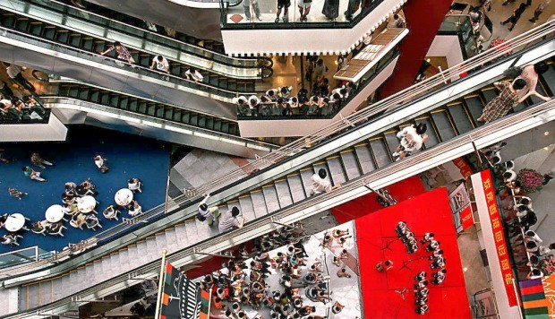 China's shopping mall operators struggle against e ...