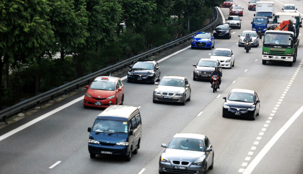 Uber drivers in Singapore can apply for a licence next week