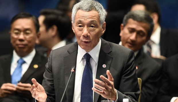 Hasil gambar untuk Singapore leader Lee Hsien Loong warns region may have to choose between China and US