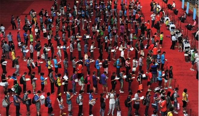 Freshmen queue up on enrolment day at Tsinghua University.