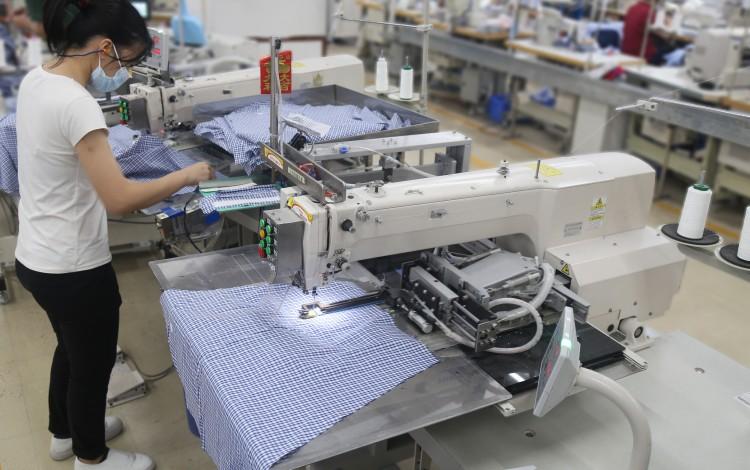 Hong Kong Shirtmaker Esquel Turns To Robots To Beat US Tariffs