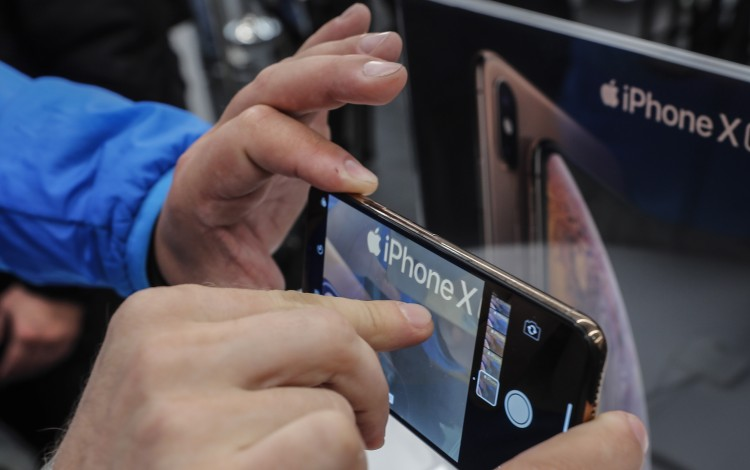 IPhone Glass Supplier Biel Crystal Postpones US$1.5 Billion Hong Kong Listing Plan