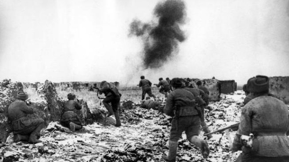 battle analysis of stalingrad The battle of stalingrad - a summary on 2 february 1943, in what is considered the turning point of the second world war in europe, the final remnants of the german sixth army surrendered at the battle of stalingrad.