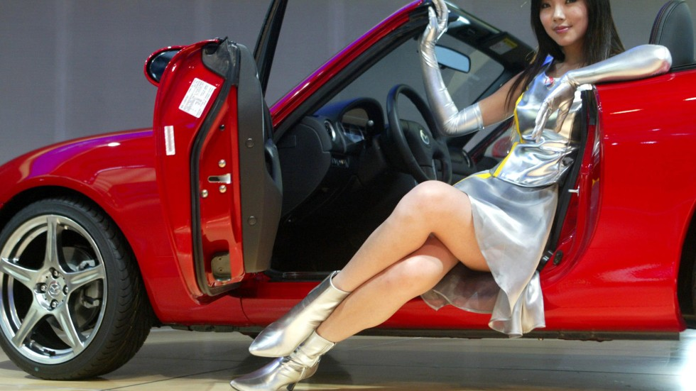 Sexy Models Face Ban At Shanghai Auto Show To Put Focus On Cars - Car show models photos