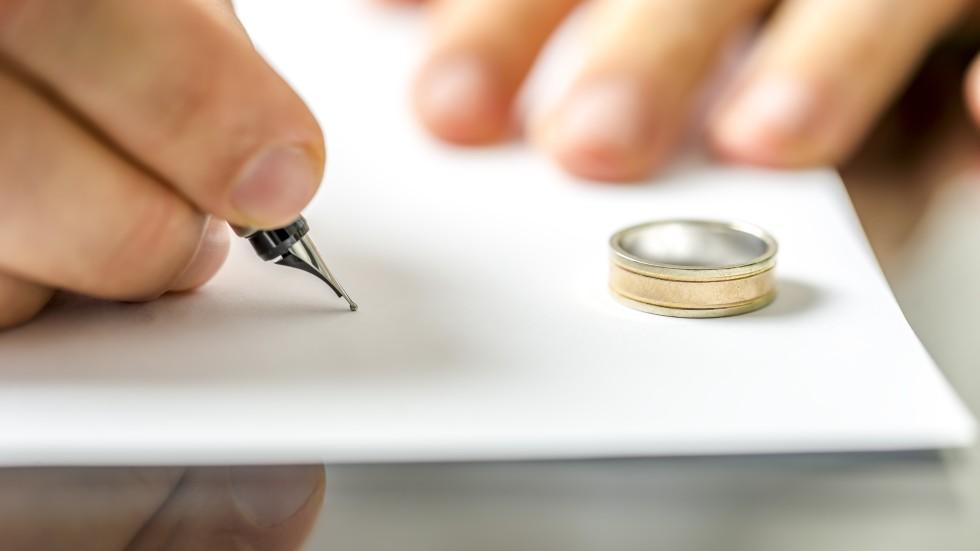 Uk court ruling may open door to divorce windfall in hong kong uk court ruling may open door to divorce windfall in hong kong solutioingenieria Choice Image