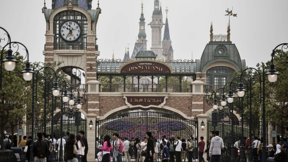 theme parks 3 essay Visit walt disney world resort in orlando and experience the magic of four theme parks and two water parks purchase discounted tickets and book hotels.