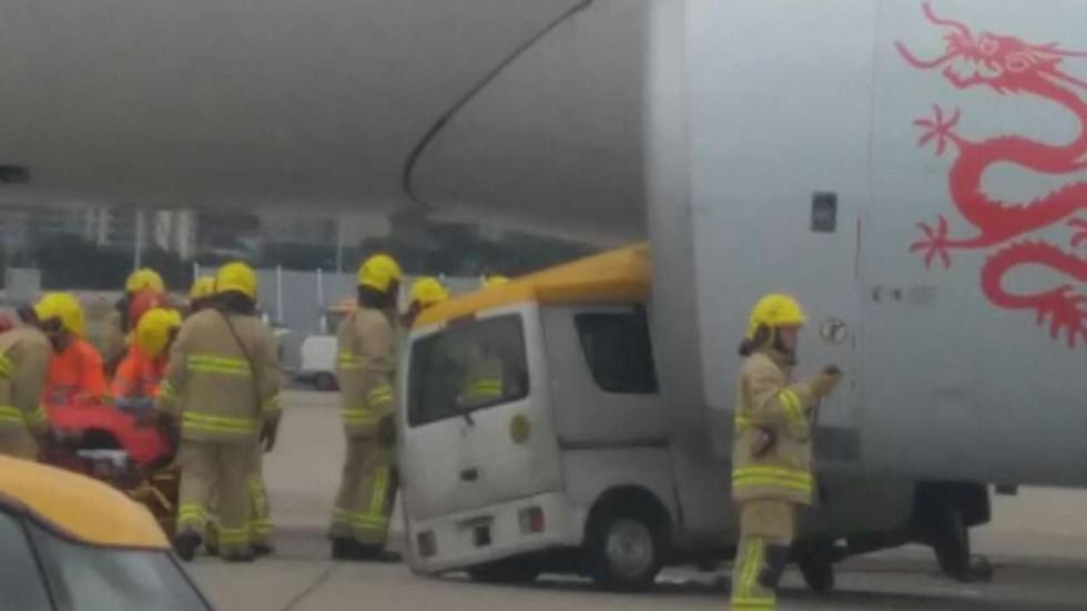 Dragonair Delivery van crashes i...