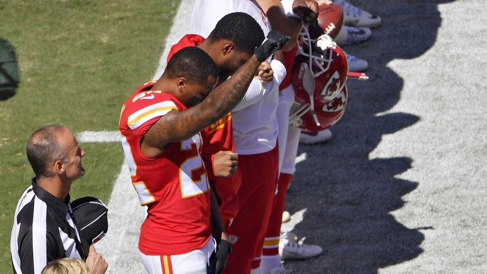 A raised fist and more kneeling players as Colin Kaepernick\'s NFL ...