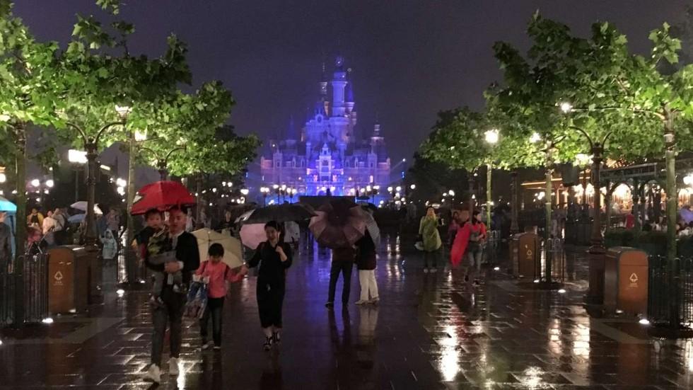 Αποτέλεσμα εικόνας για China to be a theme park capital, drawing 330 million visitors by 2020