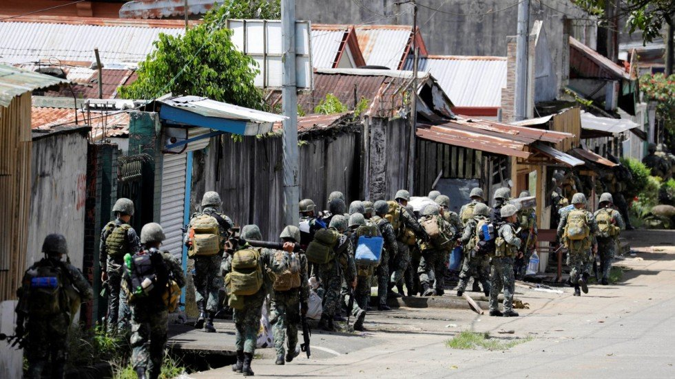 Crisis In Marawi Fears For 2 000 Trapped In Philippine