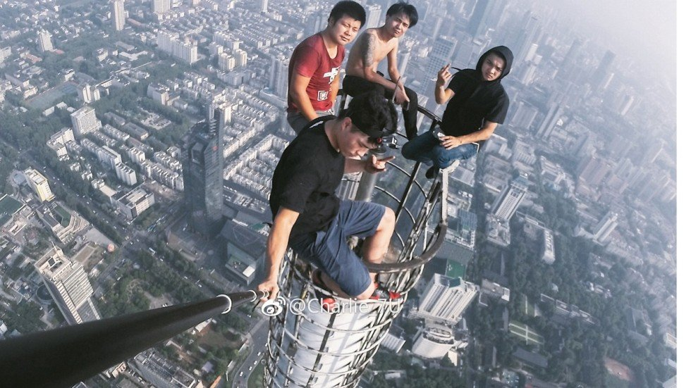 Chinese Daredevils Risk 450m Fall For The Sake Of A