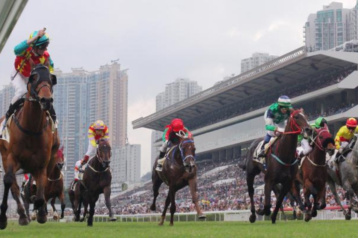 Glorious Days (green) will be out to turn the tables on favourite Ambitious Dragon this Sunday. Photo: Kenneth Chan