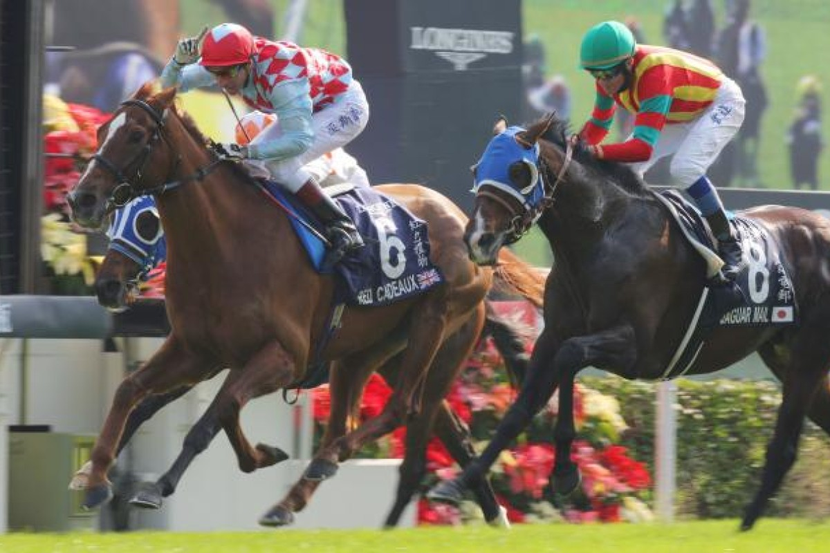 Red Cadeaux (left) holds off Jaguar Mail to win the Longines Hong Kong Vase at Sha Tin today. Photo Kenneth Chan