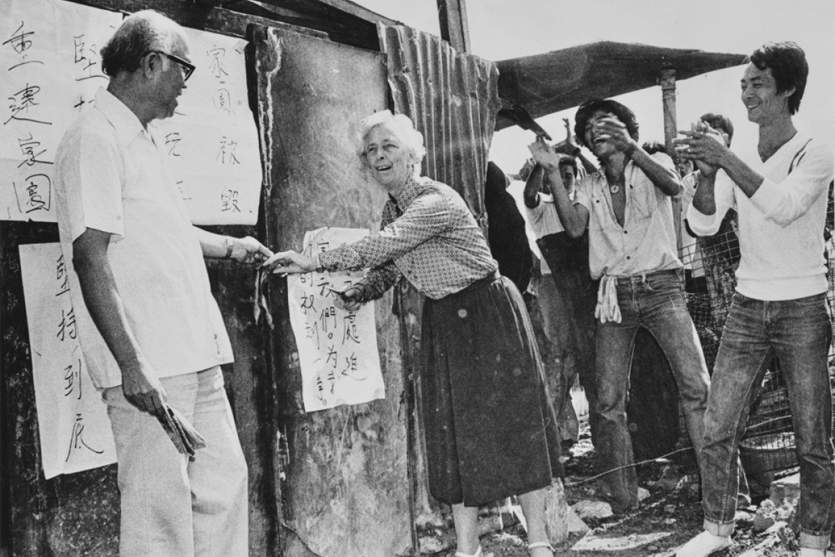 Residents applaud as Elsie Tu (then Elliott) cuts a ribbon on October 16, 1979, to mark the opening of the first hut to be rebuilt after a fire. Photos: SCMP; May Tse; Sam Chan; Mu Kuang English School