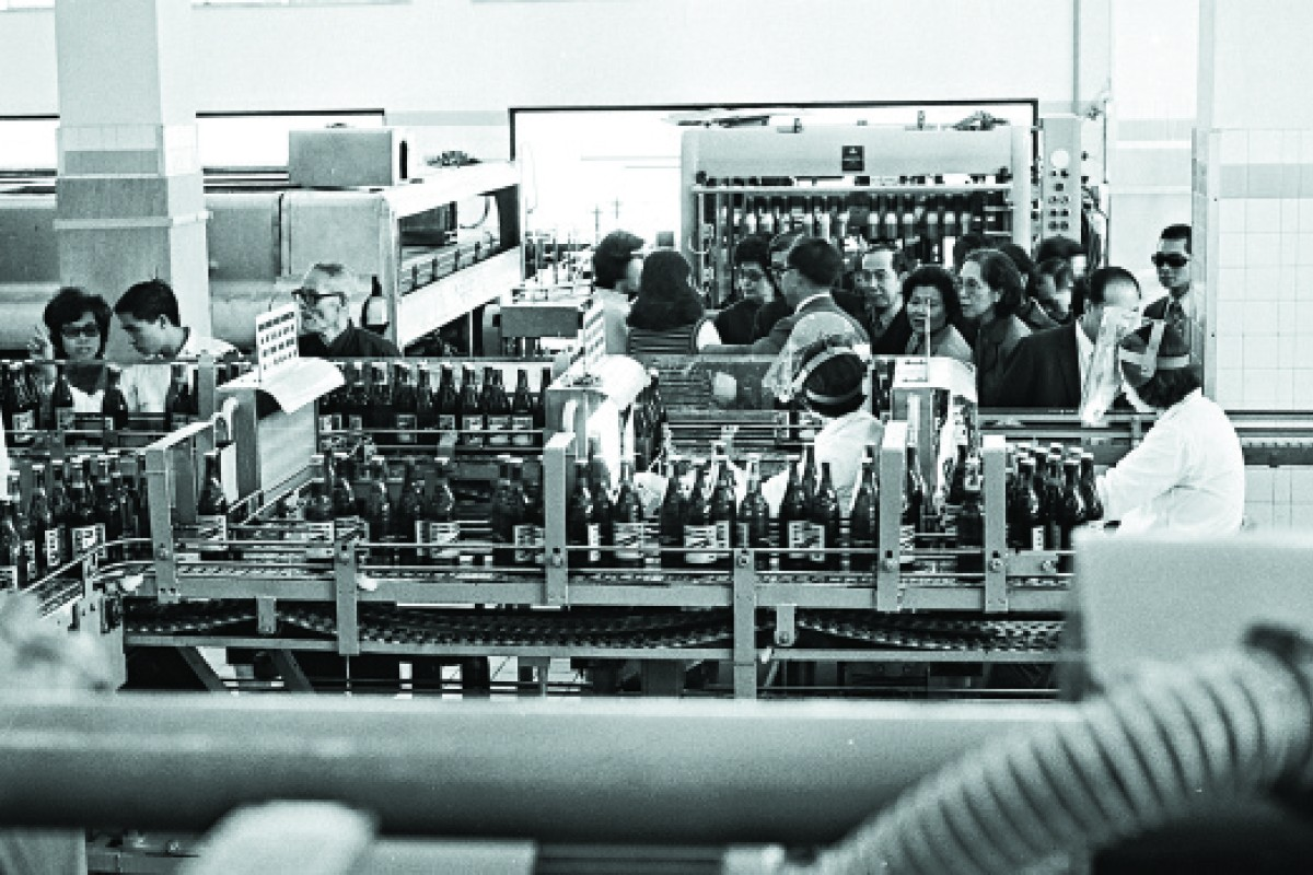 Visitors tour the brewery in 1973.