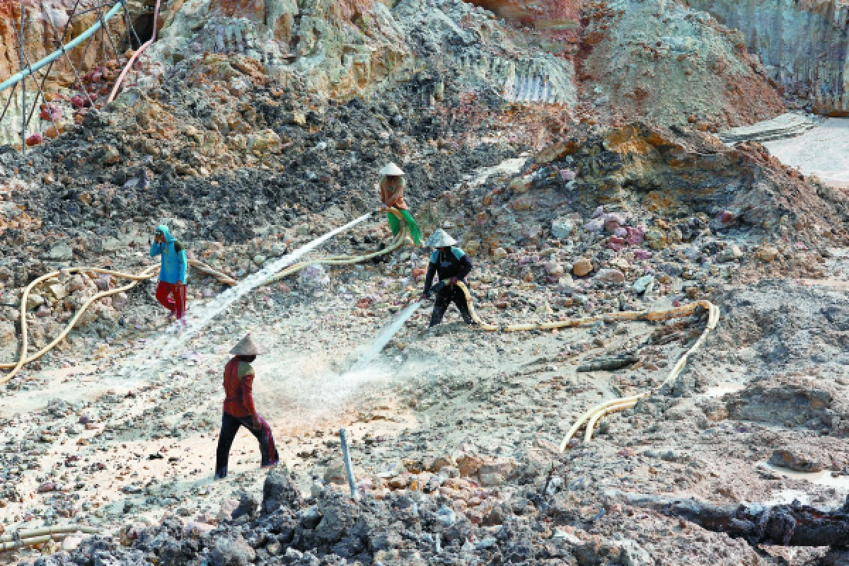 A tin mine in Rebo.