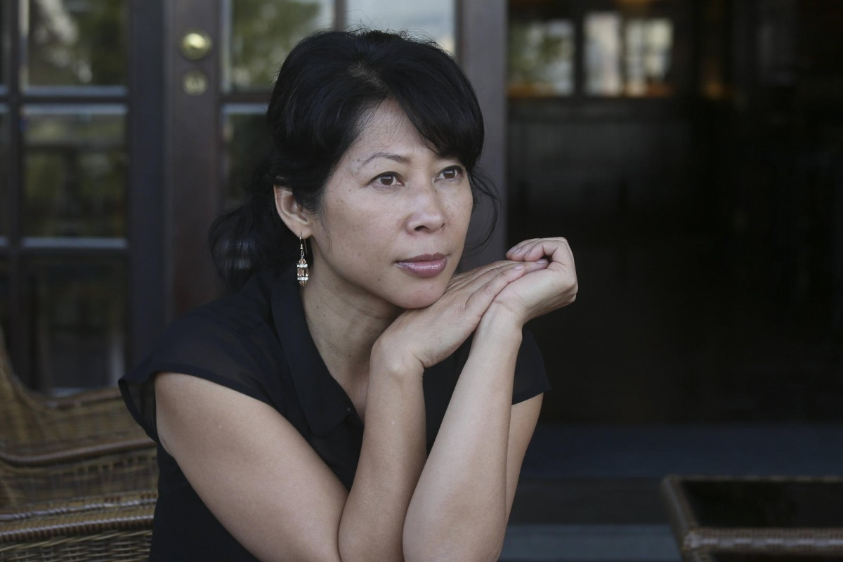 Asian woman magazine rouge