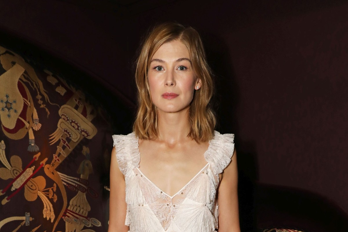 Rosamund Pike reaffirms her sophisticated sense of style in Givenchy's white lace dress.