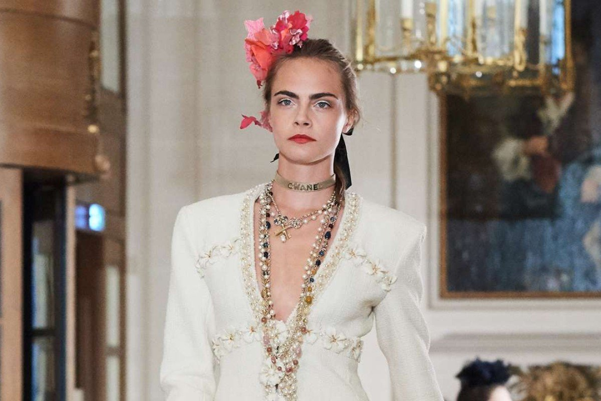 Cara Delevingne walks for the Chanel Cosmopolite 2016-17 Metiers d'art collection