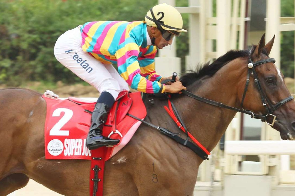 Karis Teetan guides Super Jockey to a dominant victory in the Korea Sprint. Photos: Kenneth Chan