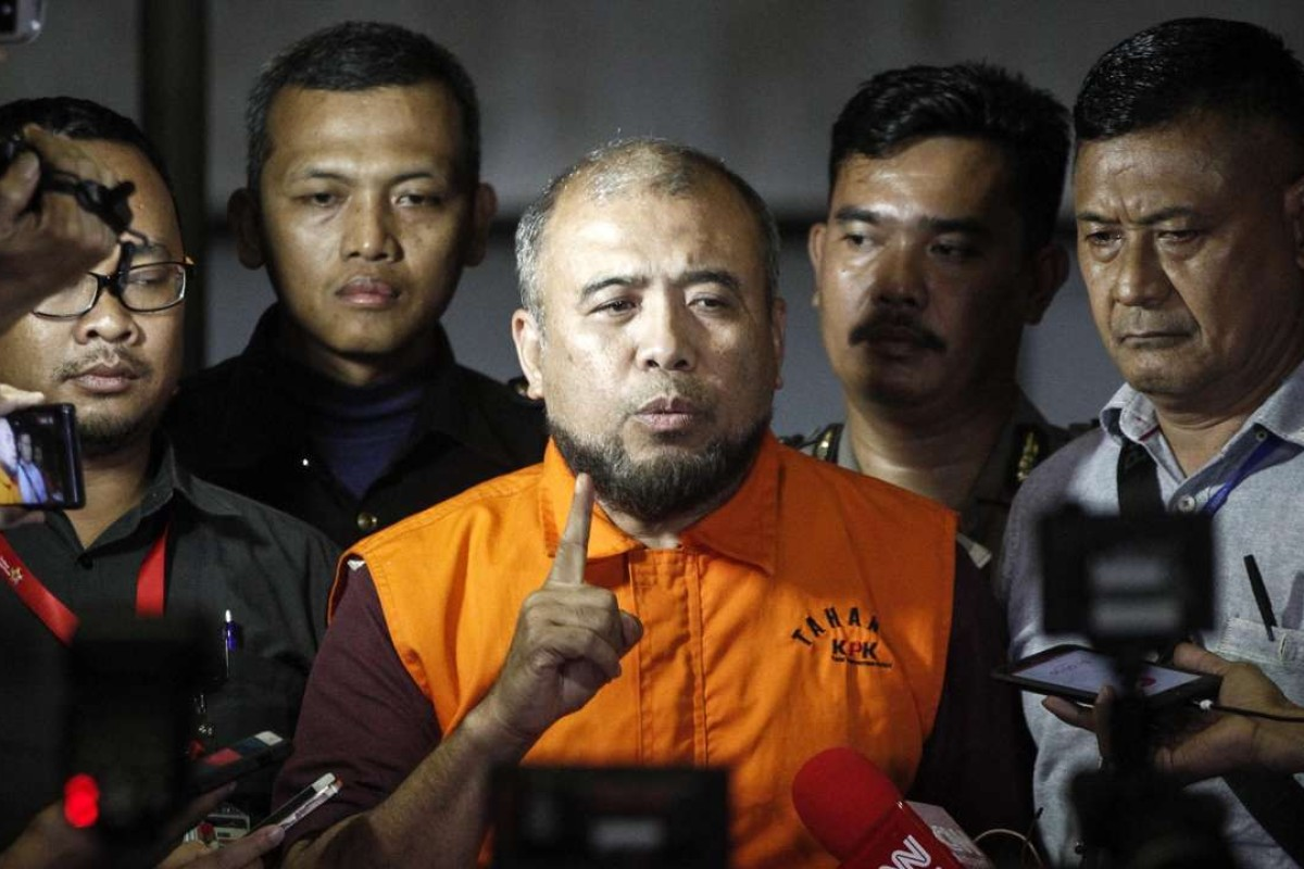 Patrialis Akbar, Indonesia's former justice minister, speaks to the media after being detained for allegedly receiving bribes from a meat importer seeking to influence the Indonesian Constitutional Court. Photo: AFP
