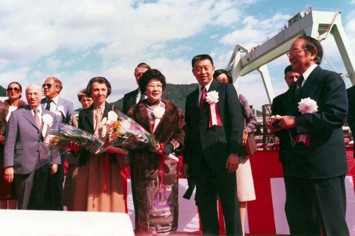 Tung Chao-yung (right) and his son Tung Chee-hwa (second right) attend the christening of Oriental Expert.