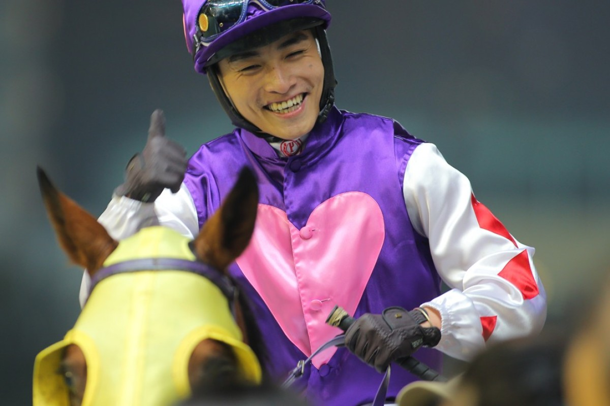 Race 4, Sum Win Dragon, ridden by Keith Yeung Ming-lun, won the class 5 over 1650m at Happy Valley. 16MAR16