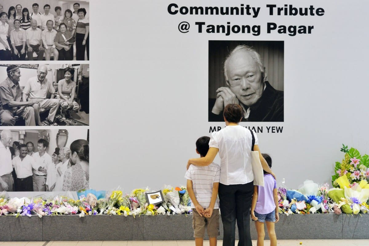 A family pays their respects to Singapore's former prime minister Lee Kuan Yew at the Tanjong Pagar Community Club. File photo